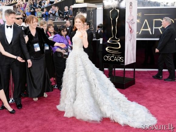 Amy-Adams-Oscar-de-la-Renta-Oscars-02232013-03-580x435