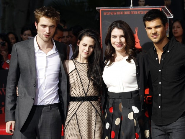 twilight-author-stephenie-meyer-with-movie-cast-members